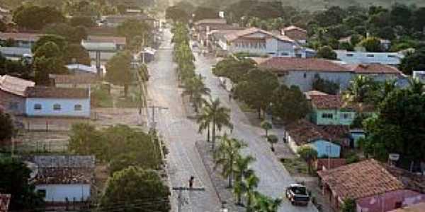Bonito de Minas-MG-Vista aérea da Avenida Central-Foto:Denes Melo
