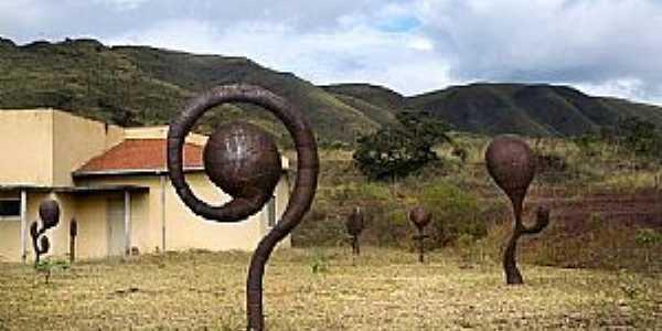 Brumadinho-MG-Obras de Leandro Gabriel no Parque do Rola Moça-Foto:F.B.