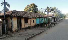 Caatinga - Caatinga-MG-Casario em rua do distrito-Foto:Paulo Noronha
