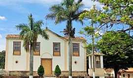 Caburu - Caburu-MG-Igreja no centro do Distrito-Foto:Facebook