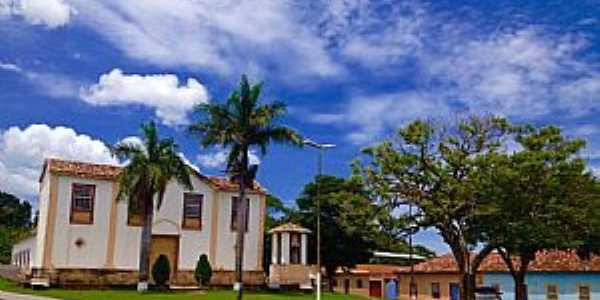 Caburu-MG-Igreja no centro do Distrito-Foto:Facebook