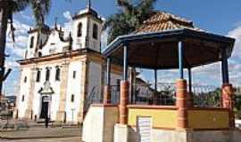 Caeté - Caeté-MG-Coreto na Praça Dr.João Pinheiro e Matriz-Foto:Paulo Yuji Takarada