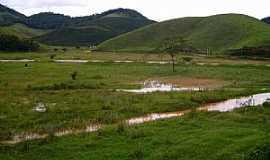 Caiana - Caiana-MG-Campo alagado e ao fundo a Serra-Foto:walace souza