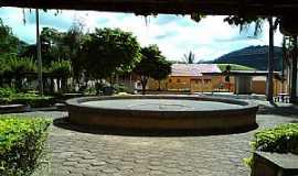 Caiana - Caiana-MG-Praça da Matriz-Foto:ericbl