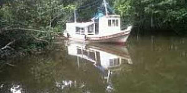 Barco no Rio Matapi em Ariri-AP-Foto:agenciaamapa.