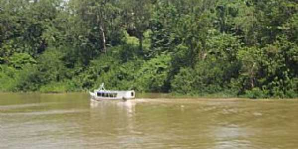 Bailique-AP-Barco para transporte de passageiros no Rio Amazonas-Foto:Marjorie Bezerra de Sousa