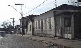 Cana Verde - Cana Verde-MG-Casario em rua central-Foto:Rogério Santos Pereira
