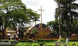 Canápolis - Igreja Matriz de N.S.de Fátima-Foto:Raphael Macedo