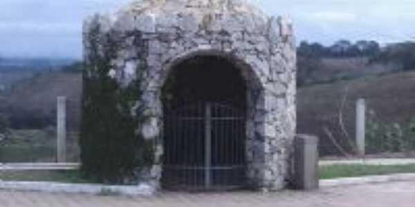 Gruta da entrada da cidade, Por Site Capelanovamg