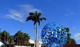 Capin�polis - Capin�polis-MG-Monumento aos 56 anos da cidade-Foto:Carlos Alberto Alves