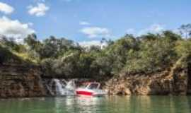 Capit�lio - Cachoeira no lago de furnas, Por Luiz D S Coelho