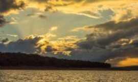 Capit�lio - Por do sol no lago de furnas, Por Luiz D S Coelho