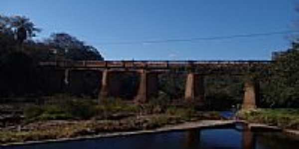 Ponte sobre o Rio Cipó-Foto:Geraldo Salomão