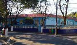 Carmópolis de Minas - Carmópolis de Minas-MG-Escola Américo Leite-Foto:montanha