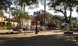 Carmópolis de Minas - Carmópolis de Minas-MG-Praça dos Passos-Foto:Montanha