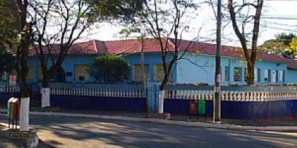 Carmópolis de Minas-MG-Escola Américo Leite-Foto:montanha