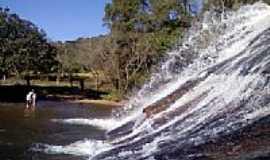 Carvalhos - Cachoeira do Véu da Noiva-Foto:alanderson-silva