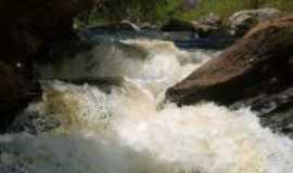 Carvalhos - Cachoeira Bairro Capeada, Por Rodrigo