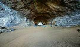 Catuné - Interior da Gruta da Pedra Santa-Foto:sgtrangel