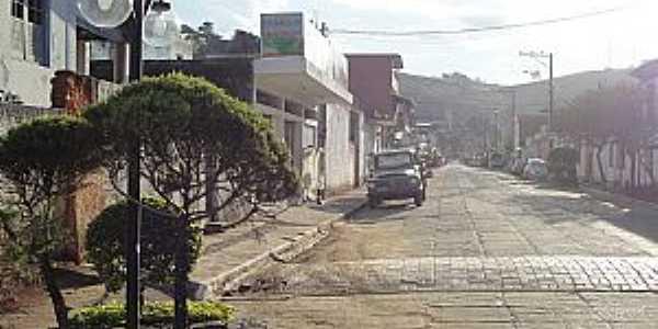 Chácara-MG-Rua da cidade-Foto:Yuphoto