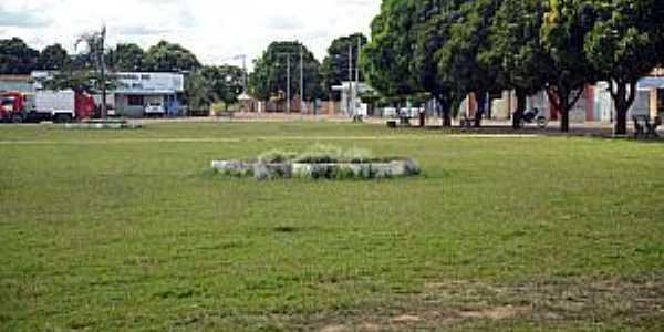 Chapada Gaúcha-MG-Praça da Prefeitura-Foto:fotostrada.