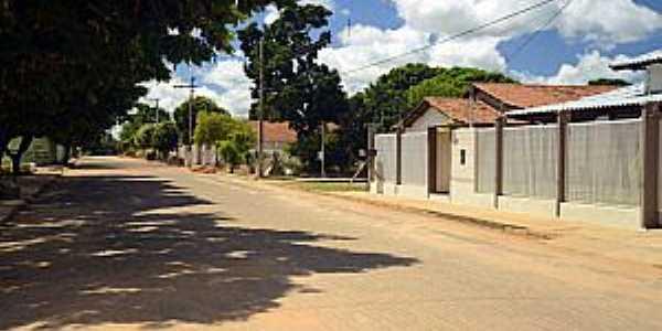 Chapada Gaúcha-MG-Rua no centro-Foto:fotostrada.
