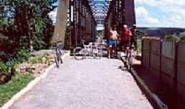 Cisneiros - Ponte sobre o Rio Pomba por Andre Alvim(Xôxô)