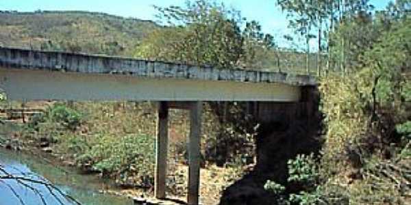 Claro dos Po��es-MG-Ponte sobre o Rio S�o Lamberto-Foto:Renato Duarte