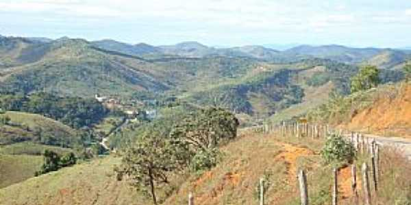Cláudio Manuel-MG-Descida para a cidade-Foto:Geocrepalde