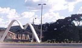 Coluna - Coluna  foto por montanha