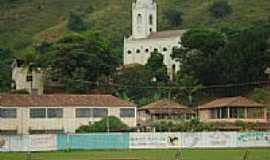 Conceição de Ipanema - Campo de futebol com Igreja ao fundo-Foto:Elivander [Panoramio]