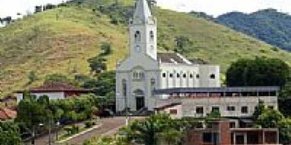 Igreja em Concei��o de Ipanema-Foto:Elp�dio Justino de A�
