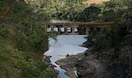 Conceição do Mato Dentro - Conceição do Mato Dentro-MG-Ponte Velha sobre o Rio Santo Antônio-Foto:Geraldo Salomão