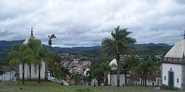 Comgonhas-MG-Capelas dos Passos da Paixão de Cristo e parcial da cidade-Foto:Josue Marinho