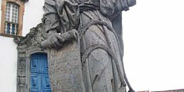 Comgonhas-MG-Profeta Jonas em pedra sabão-Foto:Josue Marinho