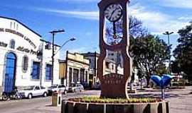 Conselheiro Lafaiete - Conselheiro Lafaiete-MG-Relógio na Praça Tiradentes-Foto:PMCL