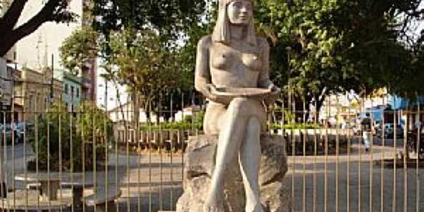 Conselheiro Lafaiete-MG-Monumento em homenagem à Índia Carijó-Foto:Edmilson Miranda de Castro