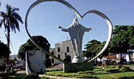 Cora��o de Jesus - Pra�a da Matriz e o s�mbolo da cidade de Cora��o de Jesus-MG-Foto:R�mulo Henok