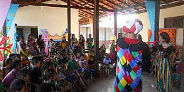 Gurupora-AP-Festa na Escola Municipal-Foto:circovitoria.blogspot.com.br