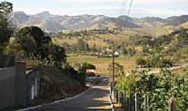 Córrego do Bom Jesus - A cidade com a Serra da Mantiqueira ao fundo-Foto:Marçal Carboneri [Panoramio]