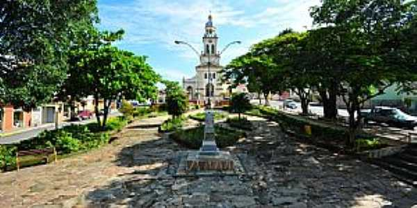 Cruzília-MG-Matriz de São Sebastião na Praça Capitão Maciel-Foto:sgtrangel