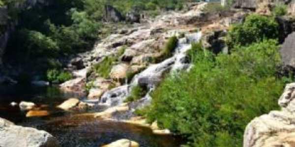 cachoeira do rio curimatai em curimatai, distrito de buenópolis mg., Por lilian paula