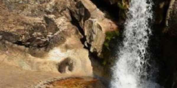 cachoeira do rio curimatai em curimatai, distrito de buenópolis, Por lilian paula