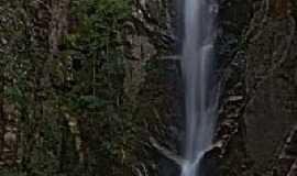 Delfin�polis - Cachoeira do Alpinista em Delfin�polis-Foto:Marina Vachkovskaia