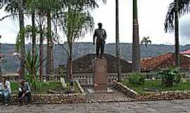 Diamantina - Est�tua em homenagem � Juscelino Kubitschek em Diamantina-MG-Foto:Jose Gustavo A. Murt