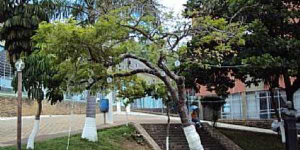 Dionísio-MG-Praça São Sebastião-Foto:Paulo Miranda Pereira