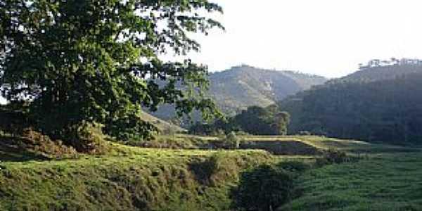 Dionísio-MG-Ribeirão Mombaça na Baixada do Barreiro-Foto:José Rosário