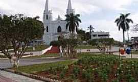 Divinésia - Praça e Igreja-Foto:Lucas Henriiique [Panoramio]