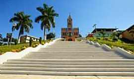 Divino - Escadarias da Igreja Matriz do Divino Espírito Santo-Foto:sgtrangel [Panoramio]
