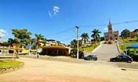 Divino - Estação Rodoviária e Igreja-Foto:sgtrangel [Panoramio]